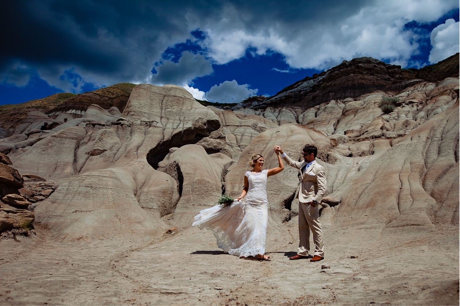 01_Shannon and Dylan June 15 ALL RAW0595_Canyon_Groom_Horseshoe_Drumheller_Bride_Badlands_Wedding_BadlandCommunityFacility.jpg