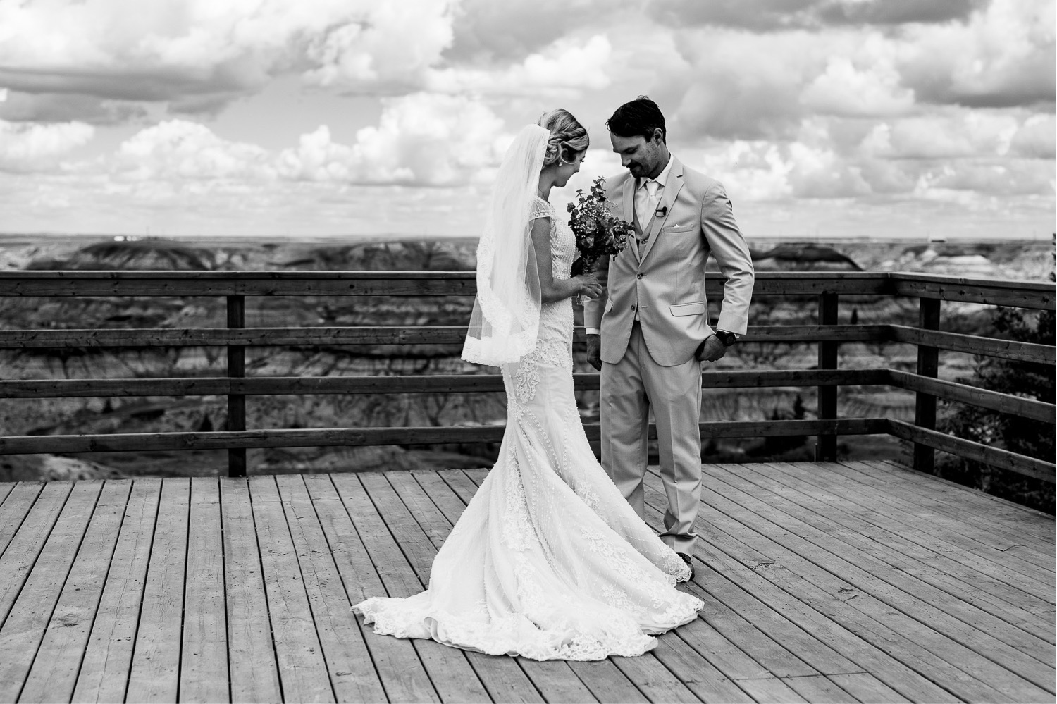 23_Shannon and Dylan June 15 ALL RAW5004_Canyon_Photographer_Alberta_HorseshoeCanyon_Drumheller_Horseshoe_Wedding_Groom_Bride.jpg