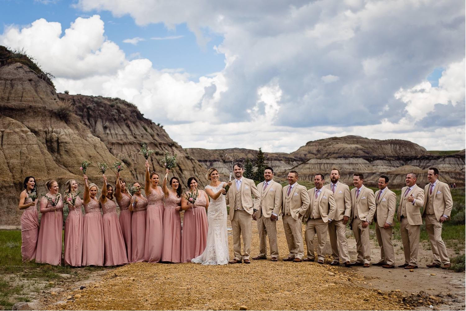 27_Shannon and Dylan June 15 ALL RAW5197_Canyon_Photographer_Alberta_HorseshoeCanyon_Drumheller_Horseshoe_Wedding_Bride_Groom_Weddingparty_Bridalparty.jpg