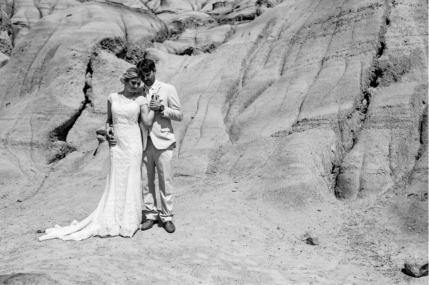 31_Shannon and Dylan June 15 ALL RAW5391_Canyon_Photographer_Hoodoos_HorseshoeCanyon_Drumheller_Horseshoe_Wedding_Alberta_Bride_Groom.jpg