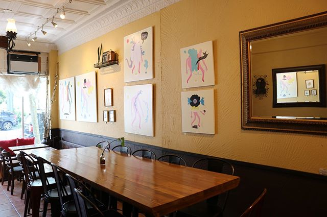 grab 10 nearest&dearest for a meal around our hightop - room for 11! 👯♀️ 👯♂️ 👯♀️ 👯♂️ 👯♀️ 🕴 📸: @mlangelier  #communekitchen #c🐖k #eat #eatit #eatout #eatup #eeeeeats #housemade #fromscratch #doughfocus #arlington #arlingtonma #arlingtonmass #boston #bostonma #cambridge #somerville #medford #bakery #restaurant #chefowned #locallyownedandoperated #supportsmallbusiness #comegetit #dontmissout #art #artshow #gallery #c🐖kgallery #arlingtoneats