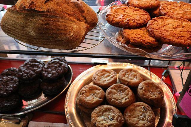 grab a snack - here til 9P tonight! 🍪 🍞 🍪 🍞 🍪 📸: @mlangelier  #communekitchen #c🐖k #eat #eatit #eatout #eatup #eeeeeats #housemade #fromscratch #doughfocus #arlington #arlingtonma #arlingtonmass #boston #bostonma #cambridge #somerville #medford #bakery #restaurant #chefowned #locallyownedandoperated #supportsmallbusiness #comegetit #dontmissout #sourdough #cookie #saltedchocolatechip #doublechocolatechip #peanutbutterchip