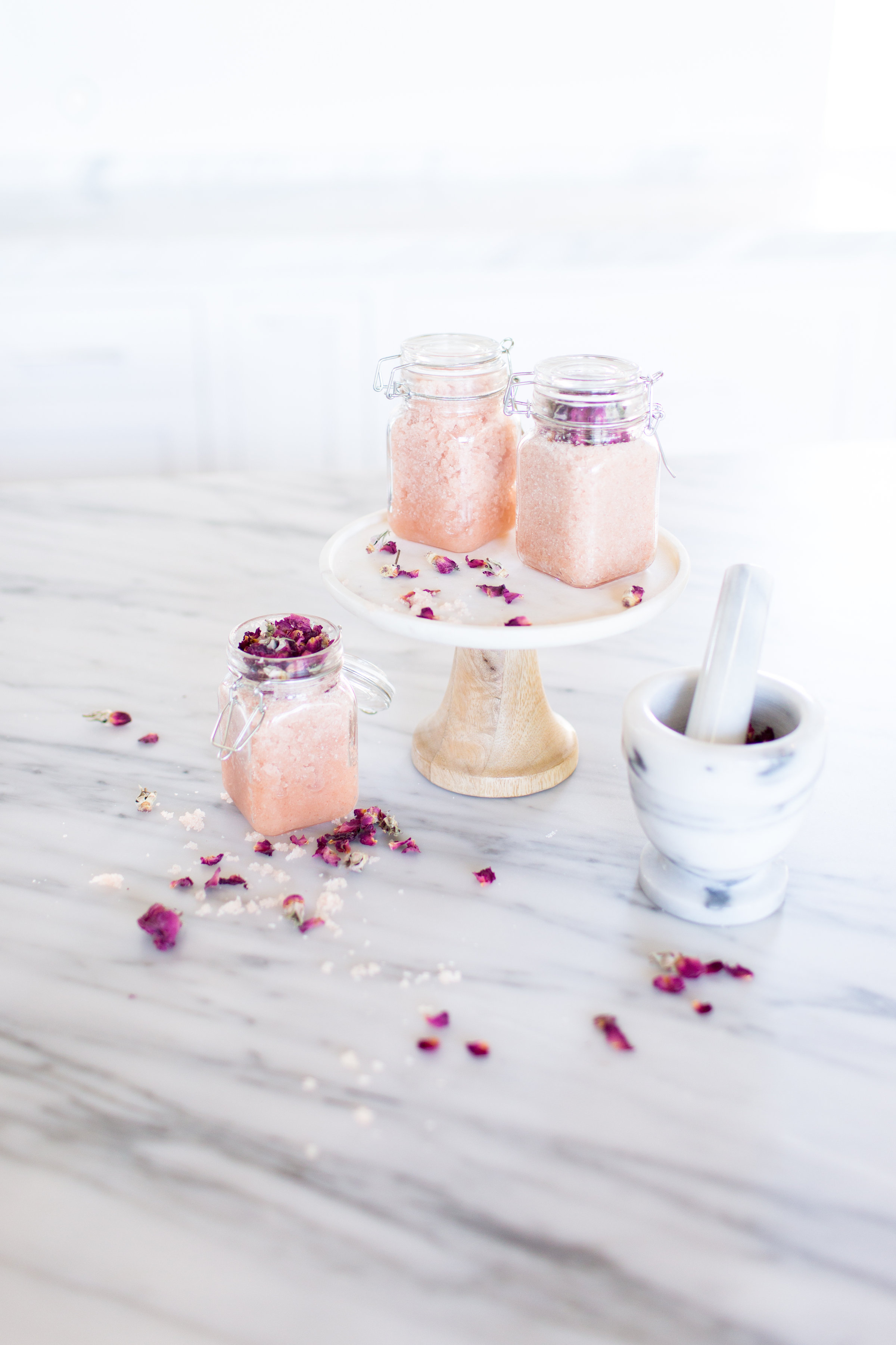 Easy DIY body polish to give as gifts (mother's day or bridesmaids!) from asavvylifestyle.com | Portraits to the People