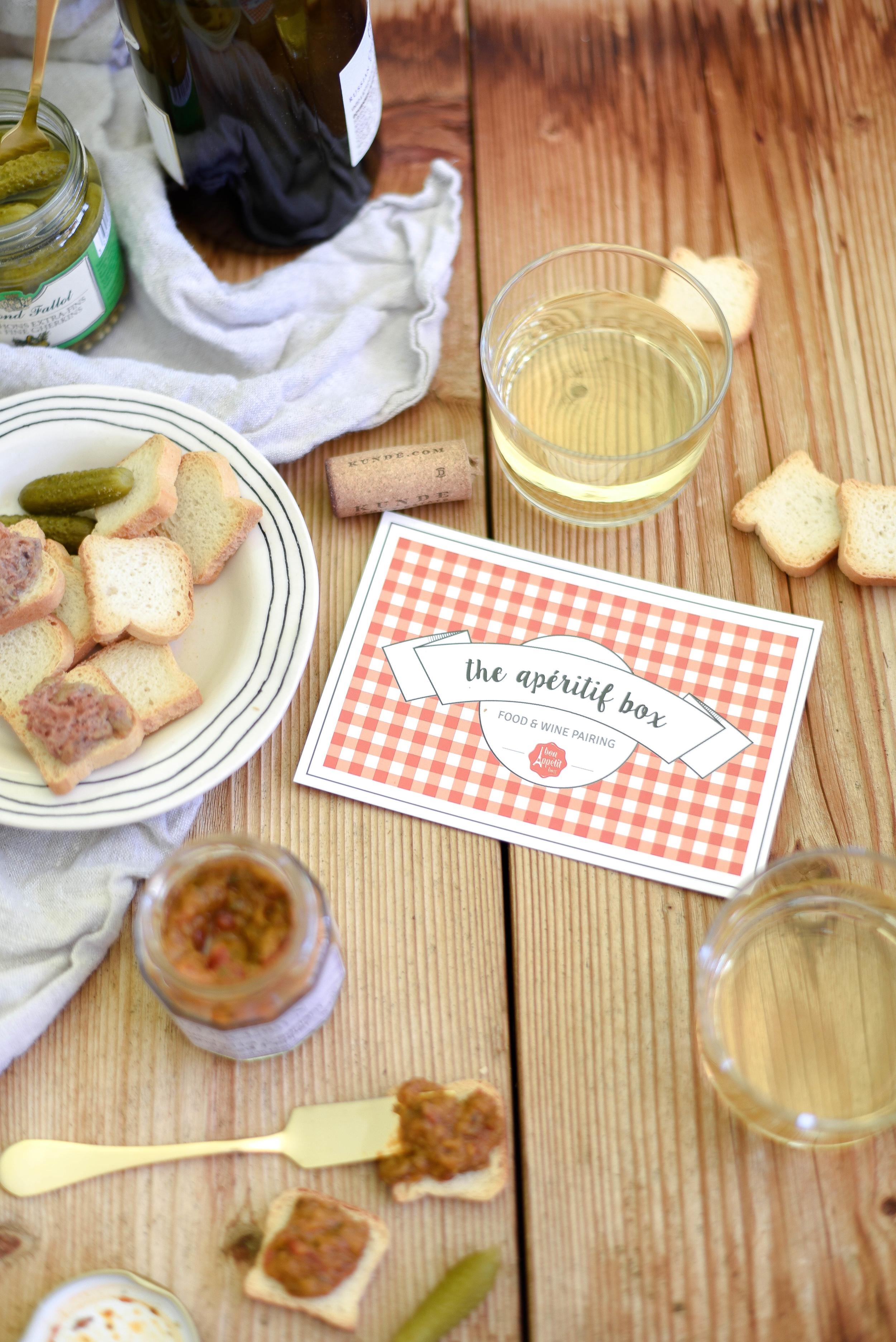 Simplified wedding favor bags - Bon Appetit Box | asavvylifestyle.com