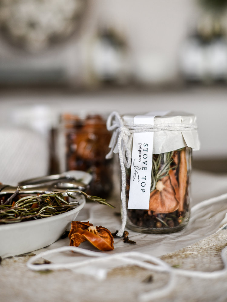 An+easy+handmade+Christmas+gift+_+stovetop+potpourri+|+boxwoodavenue.com.jpg
