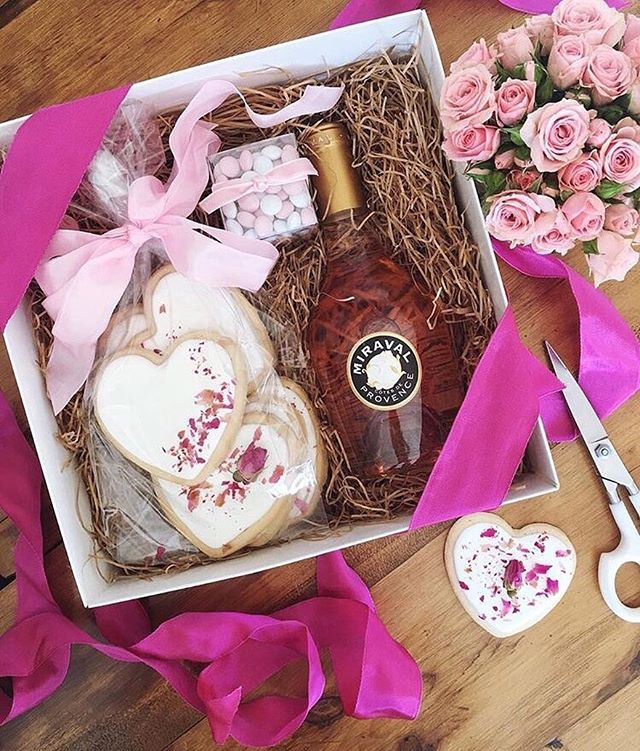 February is officially here and we are swooning over this creation by @poppinsandpost 😍 Obsessing over every gorgeous detail 🌸