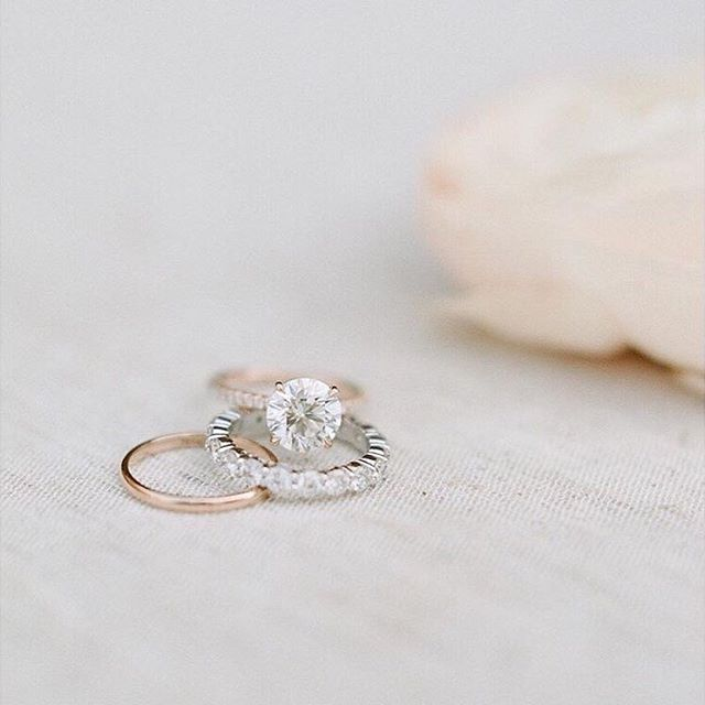 Are you recently engaged and feeling lost about where to start with planning a wedding? Lucky for you we teamed up with Kelly Dolata of @asavvyevent to bring you her top 5 expert tips on where to begin. Check out the full piece on the blog! Link in our bio. Photo by @sylviegil