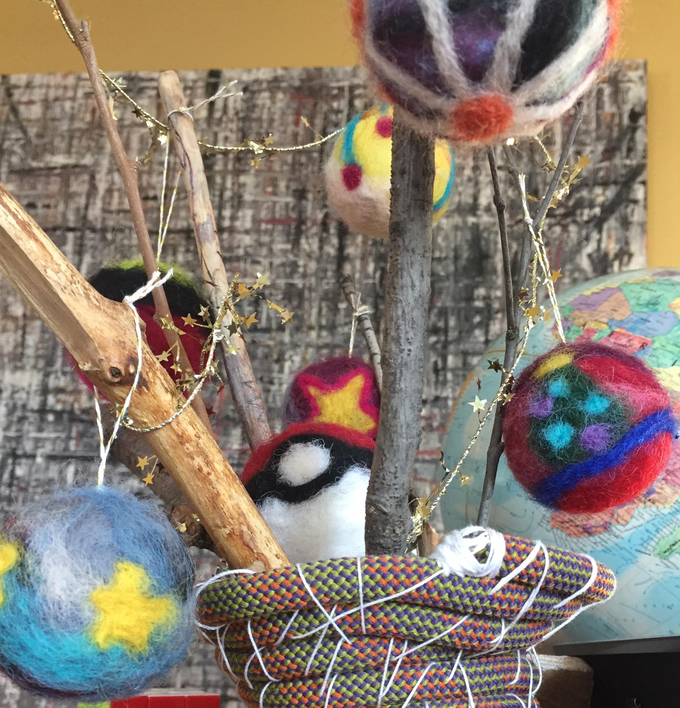 dartily ornaments