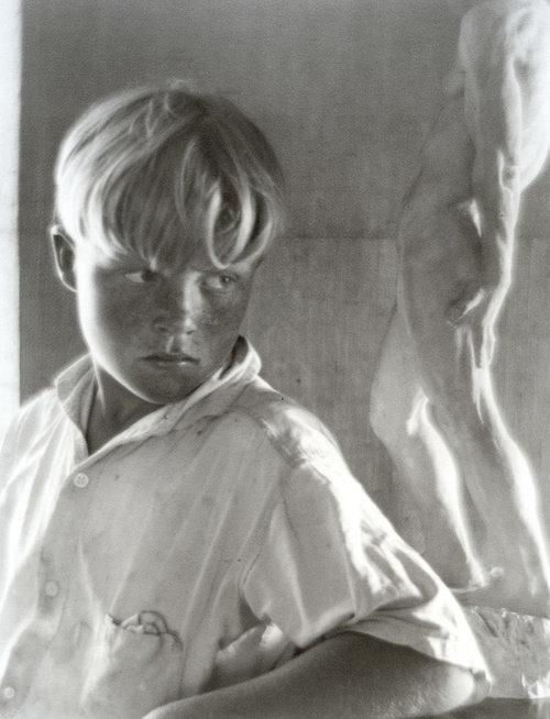 Brett+Weston,+1922.jpg