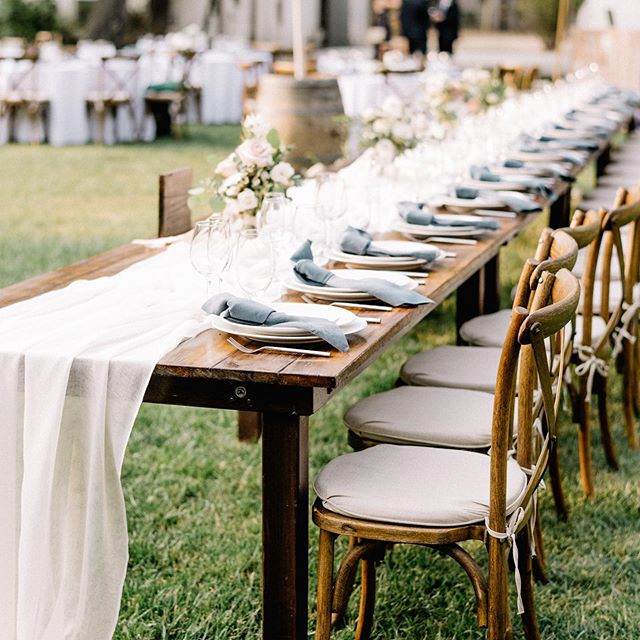 We love a good head table and this one was full of the most epic friends and family💕  Event Production | @danielleroeevents  Bride + Groom | @lindseylu_12 @baylor.cdy  Venue | @themapleswoodland  Photographer | @julianaaragonphoto  Rentals | @cprandtents  @cprandtents_sacramento  Linens | @latavolalinen  HMUA | @jenamaclean  Florals | @arvofloralstudio  Cake + Desserts | @sweetdozen916  @freeportbakery  DJ | @function45dj  Catering | @farmtotablecatering  #eventdesign #eventinspiration #eventplanning #sanfranciscoeventplanning #napaweddingplanner #tahoeweddingplanner #tahoeevents #eventinspo #sonomawedding #weddingparty #weddingphotography #sacramentowedding #bridesmaid #groomsmen