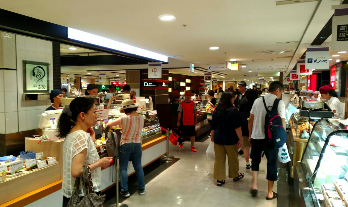 DepachikaWalk & Food - We start our tour at in the underground food floor of the department store at the station.Enjoy seeing various types of food displayed very beautifully. We'll try fresh salad, sweet tomatoes, and some juicy dumplings.