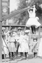 Left hanging...?  Photo detail, Chicago 1902