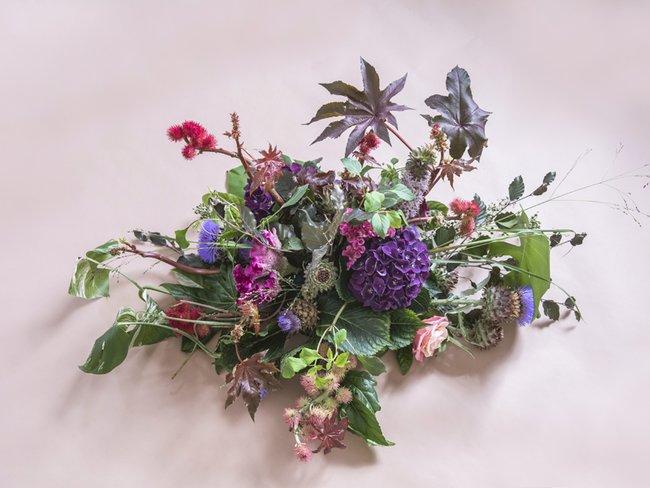 rouwboeket-paars-roze-mooiwatbloemendoen.nl-600x900.jpg