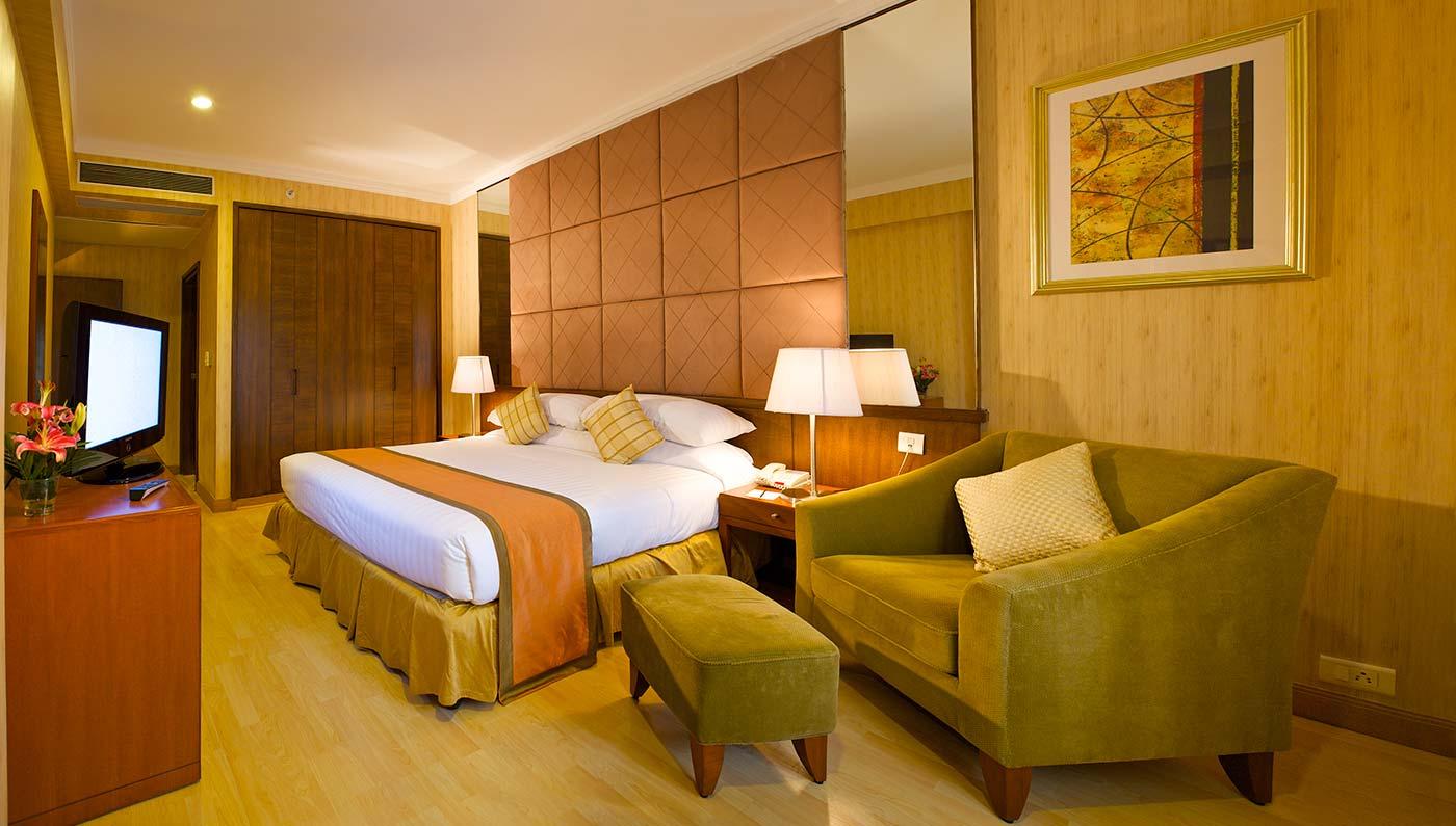 Local Hotels  The Downtown Clifton Hotel ~$105  Link   Howard Johnson Inn - Tucson Downtown ~$47  Call   The Arizona Riverpark Inn ~$88