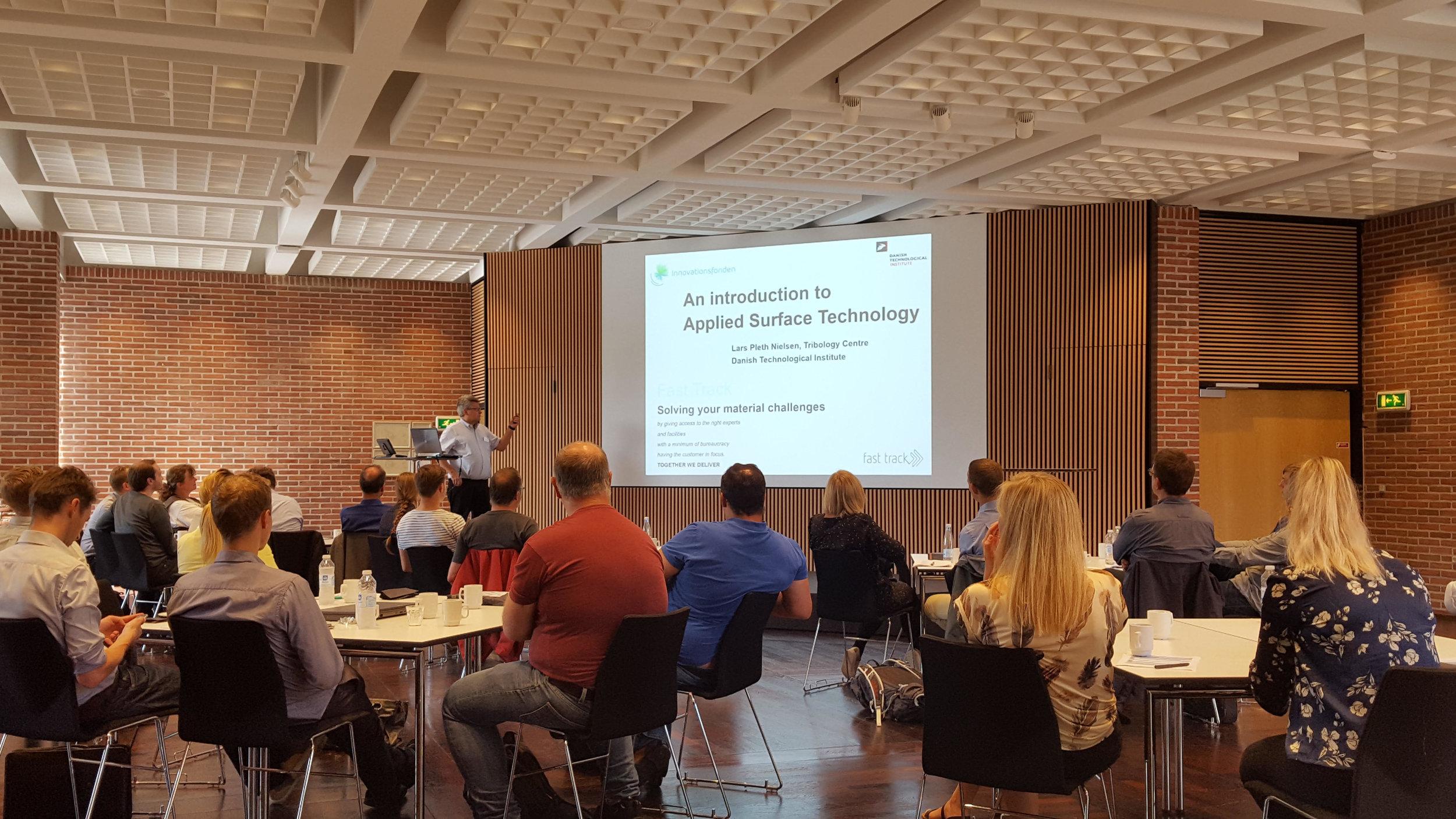 Arrangører og medlemmer af Fast Track Project Management Teamet, Lars Pleth Nielsen og Kasper Bondo Hansen, var godt tilfredse med dagens fremmøde på lidt over 60 fagfolk.