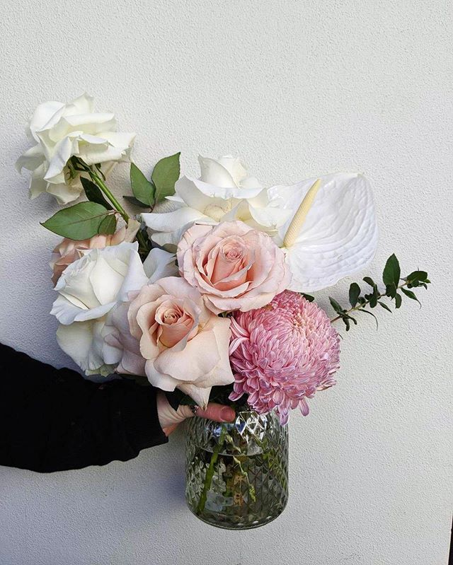 Pull out your posies, it's house flower Saturday! The shop is full of beautiful things and we are open til 4pm flower lovers! 💐 . . . . Don't forget our August workshop dates are now open! Head to our website to grab yourself a space at a creative afternoon with the Clementine Crew x