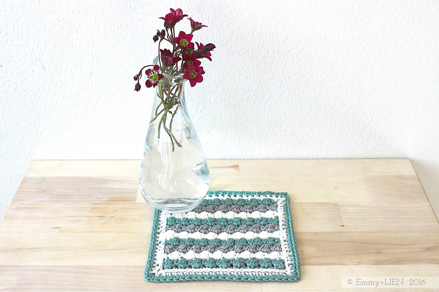 Raspberry Ripple Sampler Square | step-by-step photo tutorial for the Uneven Berry crochet stitch | Emmy + LIEN blog