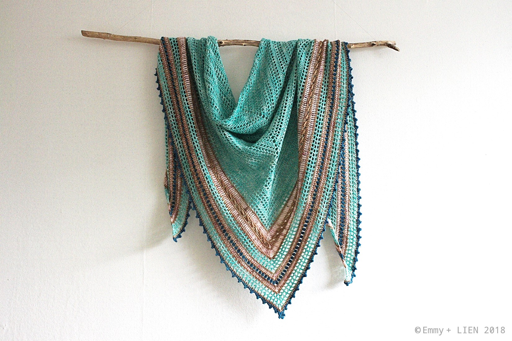 Seaglass Shawl | a crochet pattern by Eline Alcocer @ Emmy + LIEN.