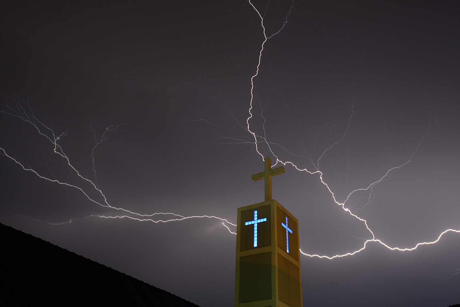 penang-chinese-methodist-church_landscape-photographer_lightning-season_jordan-lye-7.jpg