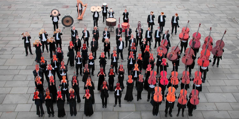 Bergen-Filharmoniske-Orkester-på-Festplassen_Foto-Oddleiv-Apneseth_4000px (002).jpg