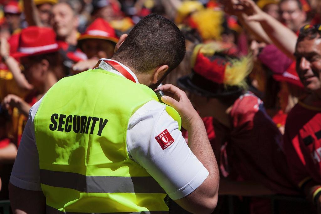 #4 Événements sûrs - Gestion et contrôle du parkingContrôle des entrées et sortiesProtection des personnes (bodyguarding)Patrouille avec ou sans chienFouille avec l'aide de chiens de détection pour signaler la présence d'explosifsSurveillance du matériel, de jour comme de nuitSurveillance et protection des personnes dans des lieux non accessibles au publicSurveillance et protection de biens (im)mobiliers