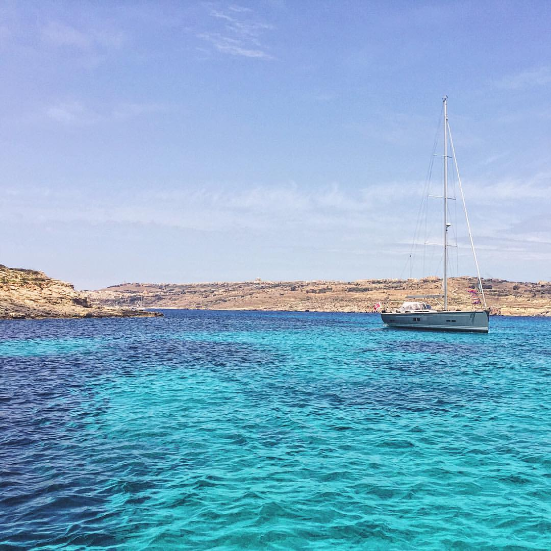 Getting these mad Med vibes again. Sort yourself out London weather and bring on summer. #TravelTuesday #Malta  (at Blue Lagoon, Island of Comino)