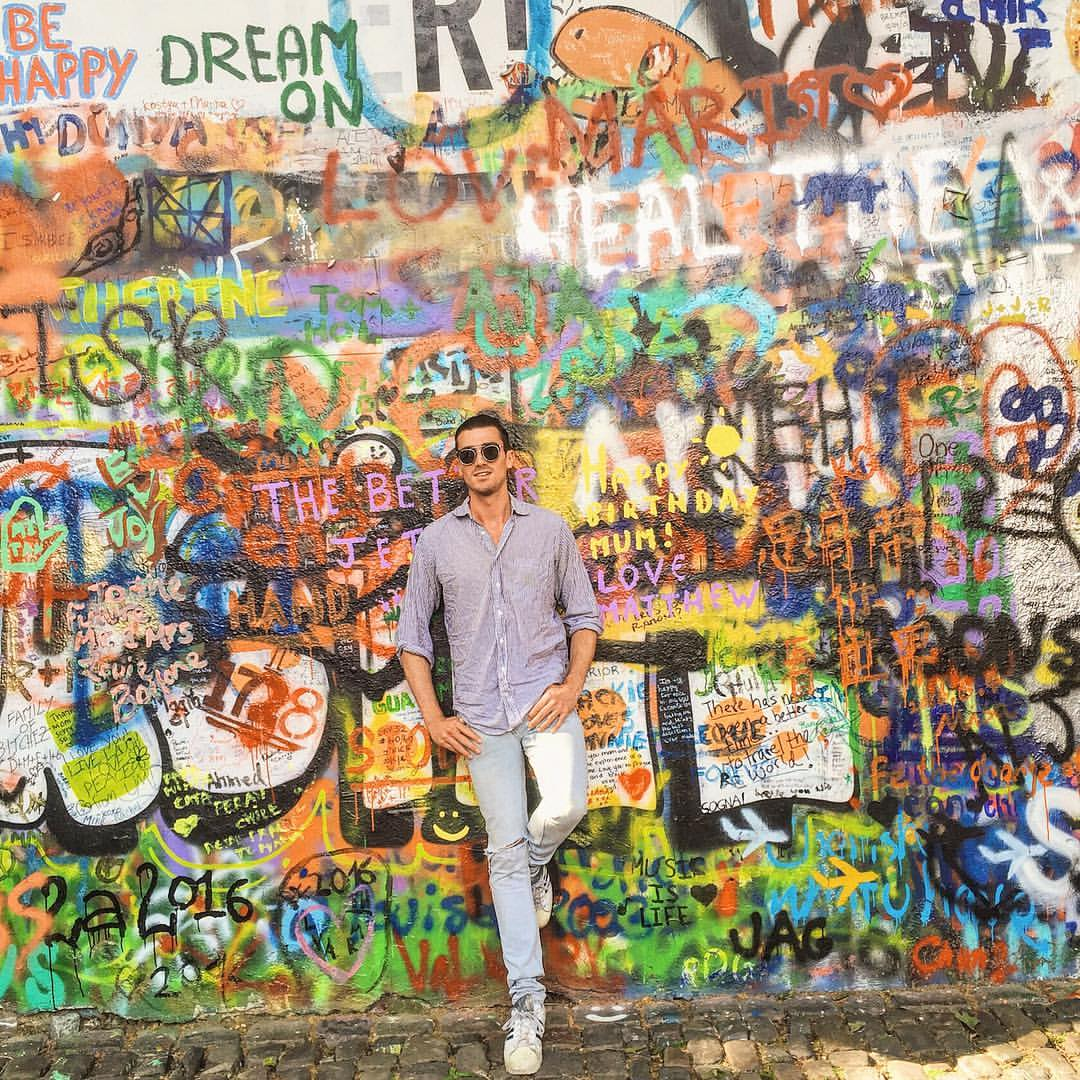 Don't know what song was playing in this moment, but it was definitely one about love. #Prague #BohemianRhapsody  (at John Lennon Wall)