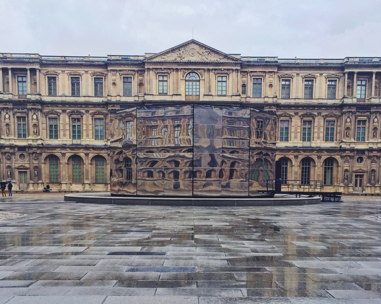 Louvre box