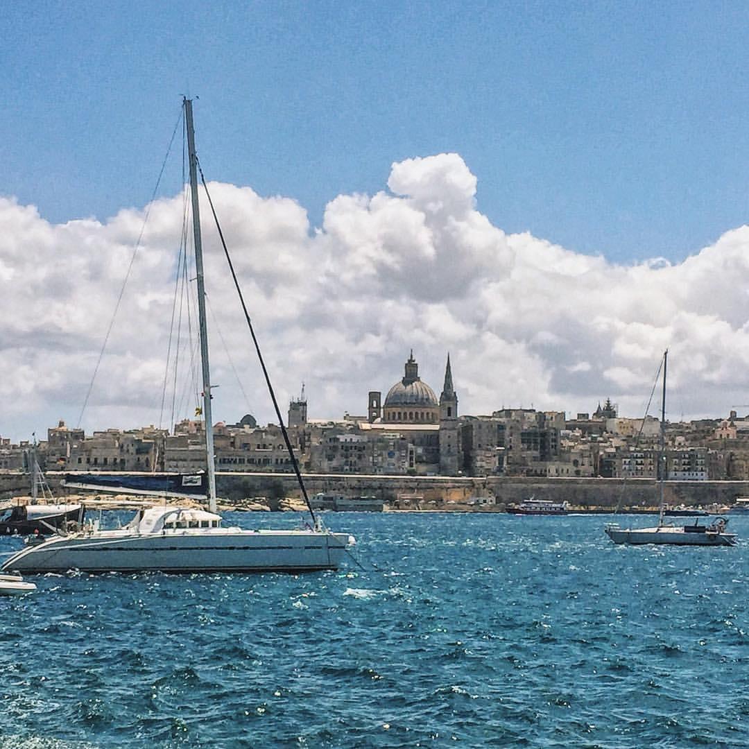 Il-waranofsinhar it-tajjeb, Valleta. 🇲🇹⛵️ (at Sliema Bay, Malta)