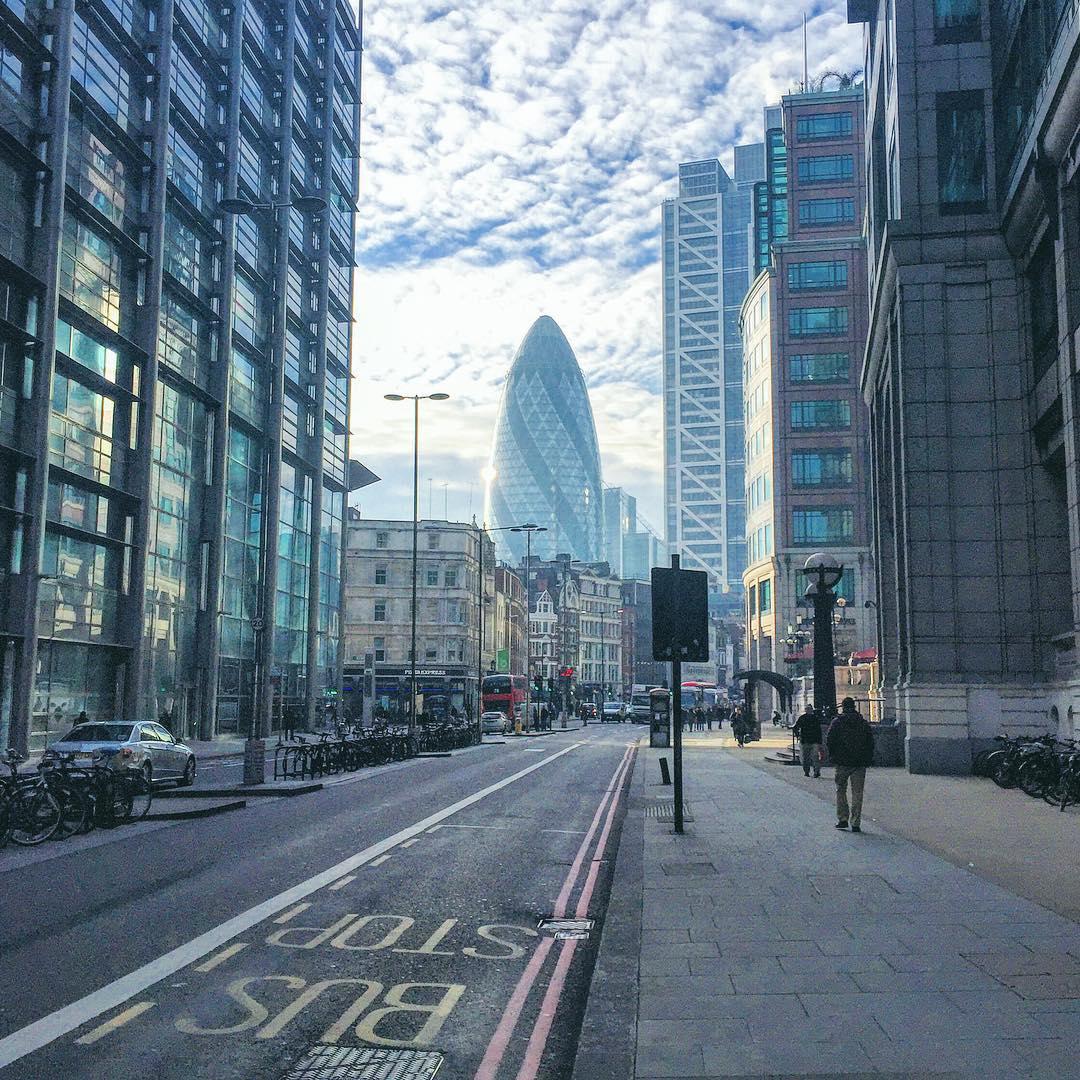 ☀️ + 🏙 x 🔵 = 💙 #London  (at 155 Bishopsgate London)