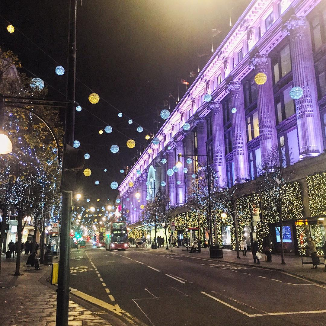 Got 0 complaints about Christmas shipping when London is looking 💯 (at Selfridges)