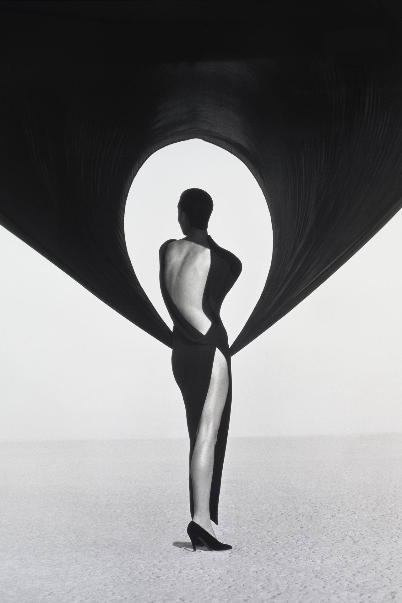 harpersbazaar :       Image Swoon: 10 Iconic Photos by Herb Ritts    Rittsstrove to create timeless images that lived beyond the pages of a magazine.    See all the stunning photos HERE  .