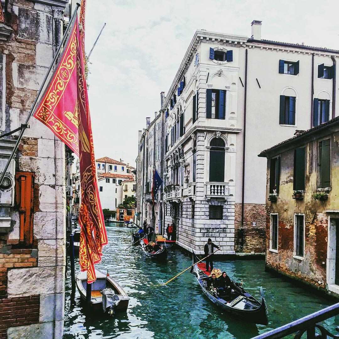 Definitely not how I got work today #Venice #latergram #travelgram  (at Bridge of Sighs)