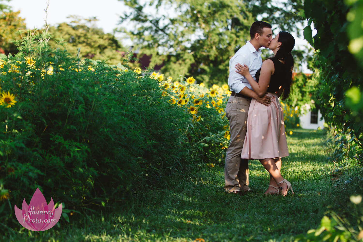 Engagement-Photography-Kissing_ahanneyphoto_domrach (1).jpeg