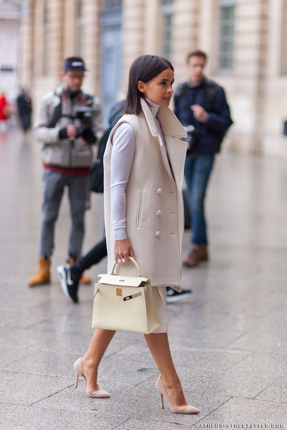 Shades of white. This is such a classy look and paired with nude colored heels. (Image Source: Athens-streetstyle.com)
