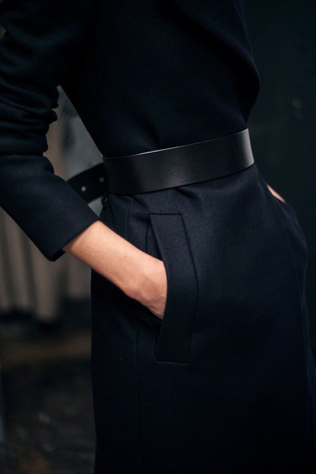 I love a front vent-pocket and this belt. This look is so modern with minimal details. (Image Source: figtny.tumblr.com)
