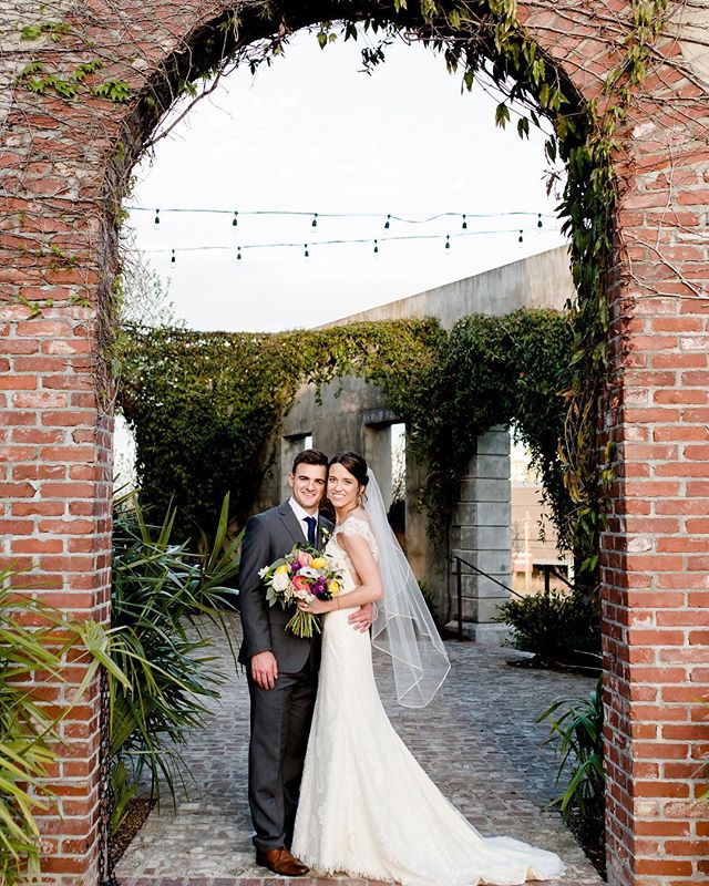 I'm a few days late wishing Jeff & Michelle HAPPY ANNIVERSARY!!! Hope your first year was just as beautiful, fun, and memorable as your wedding!! Cheers to many more ❤️ @danielledhulsey @bowmanandclark @mollytoddmakeup @summerourstudio @almostwed