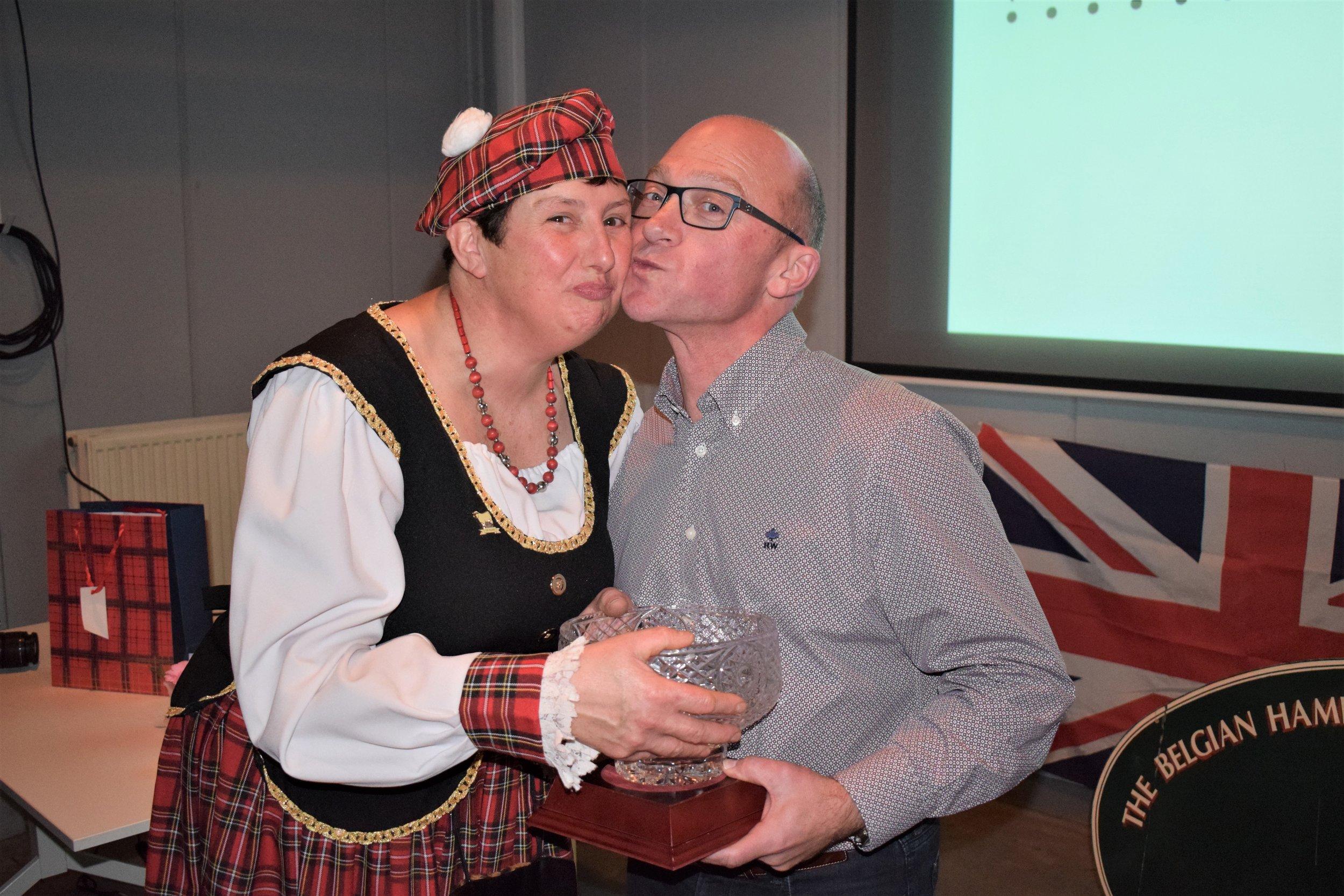 Els Destrebecq - Belgian Club Secretary and also Greenlander Flock with Matias Vanden Bussche, receives Champion Flock Award from Geert Dehaese