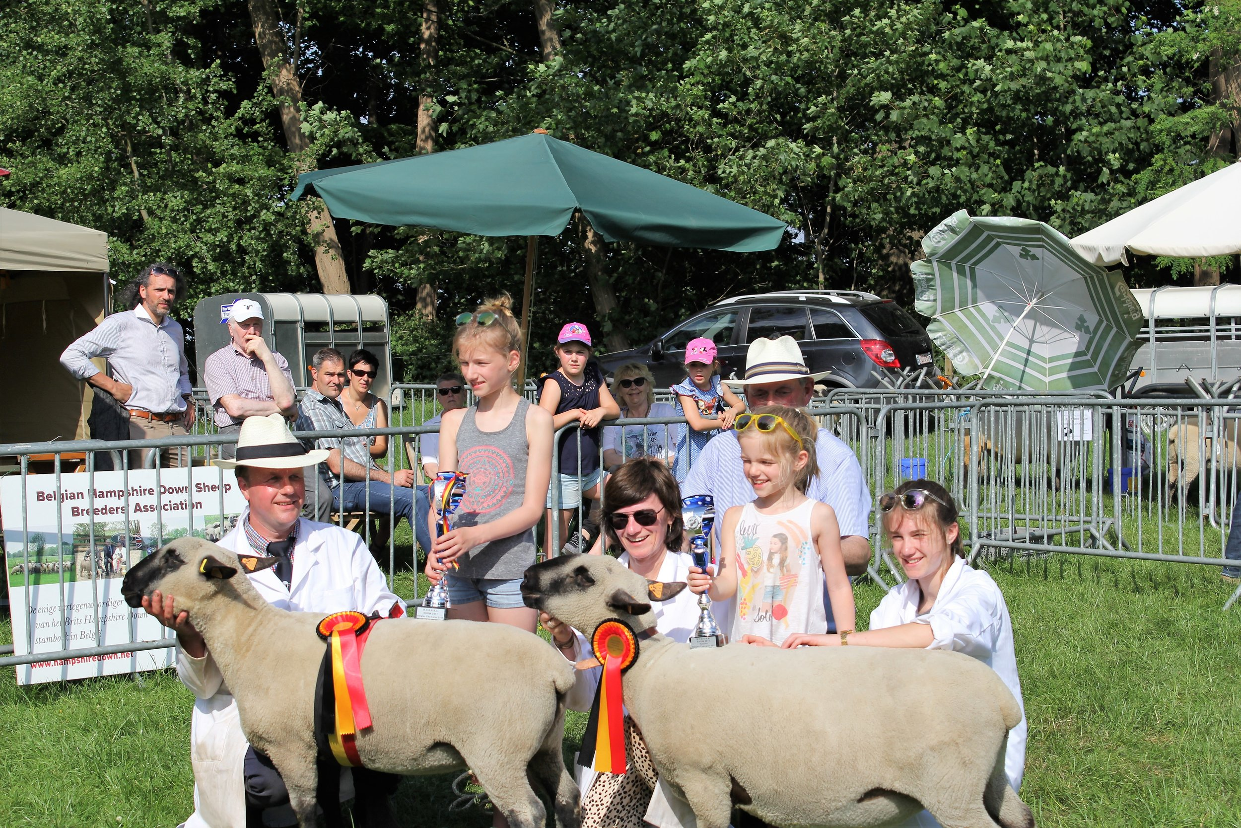 The Champion & Reserve Champion team from Limetree Flock, Klaus & Philomene Soenen and daughters