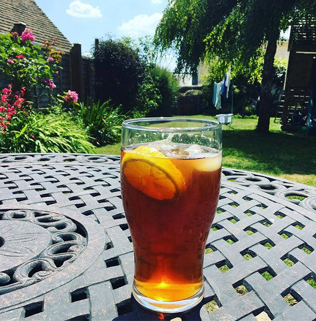 It has been way too long. This iced tea had to happen. #theonethingimiss #americandelicacy #summertreat #britishsummer #expatsabroad #ialsomisstriscuits #icedtea 🇬🇧 🇺🇸