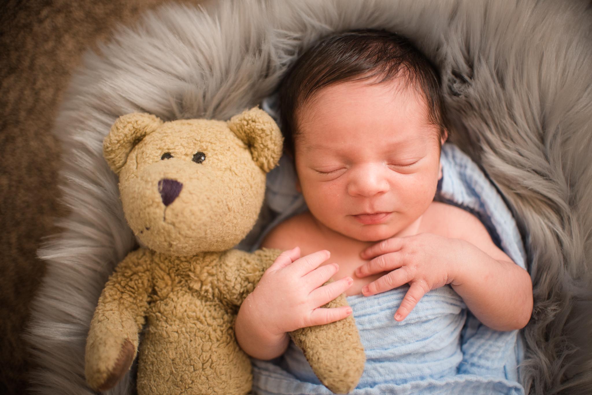 Levi-Newborn-23.jpg