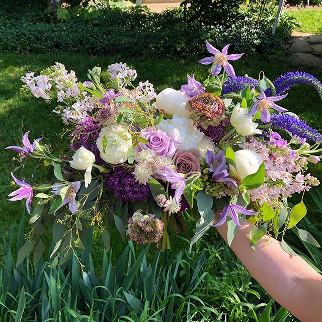 This color palette though💜🤗 Brides, don't be afraid to embrace your favorite shades (besides blush).😉 . . . . . #bridalbouquet #purpleandwhite #gardenbouquet #twigflorals #springwedding #clevelandbride #clevelandweddings #thisiscle #clevelandflorist #weddingbouquet #weddingflowers #peonies #lilac