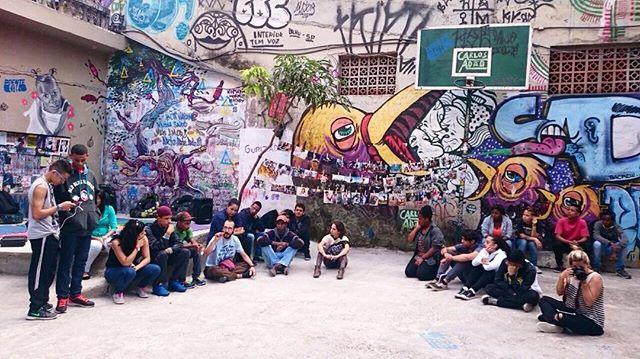 Os jovens do Grupo nÓs participaram de uma conversa sobre cultura e moradia com o pessoal da @casaforadoeixo_sp  #fazendohistoria #juventude #descobertas
