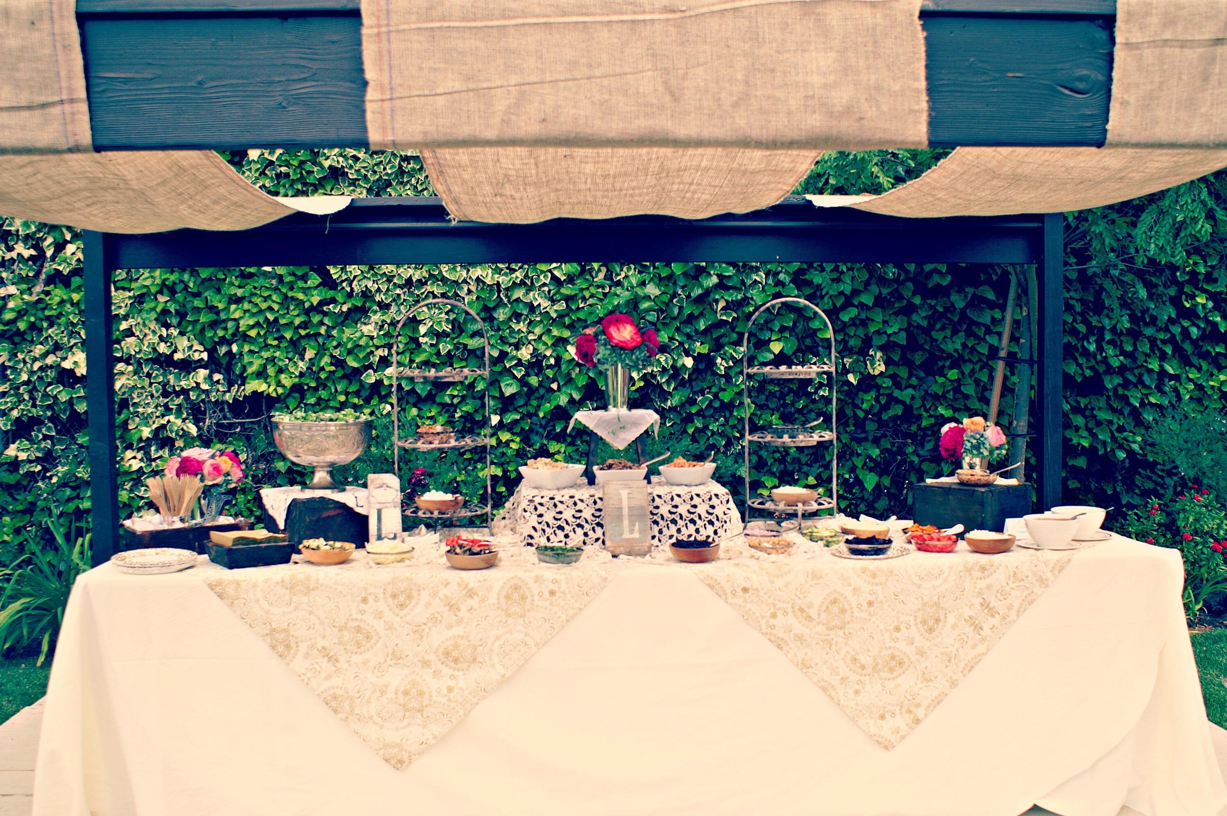 burlap and lace buffet.jpg