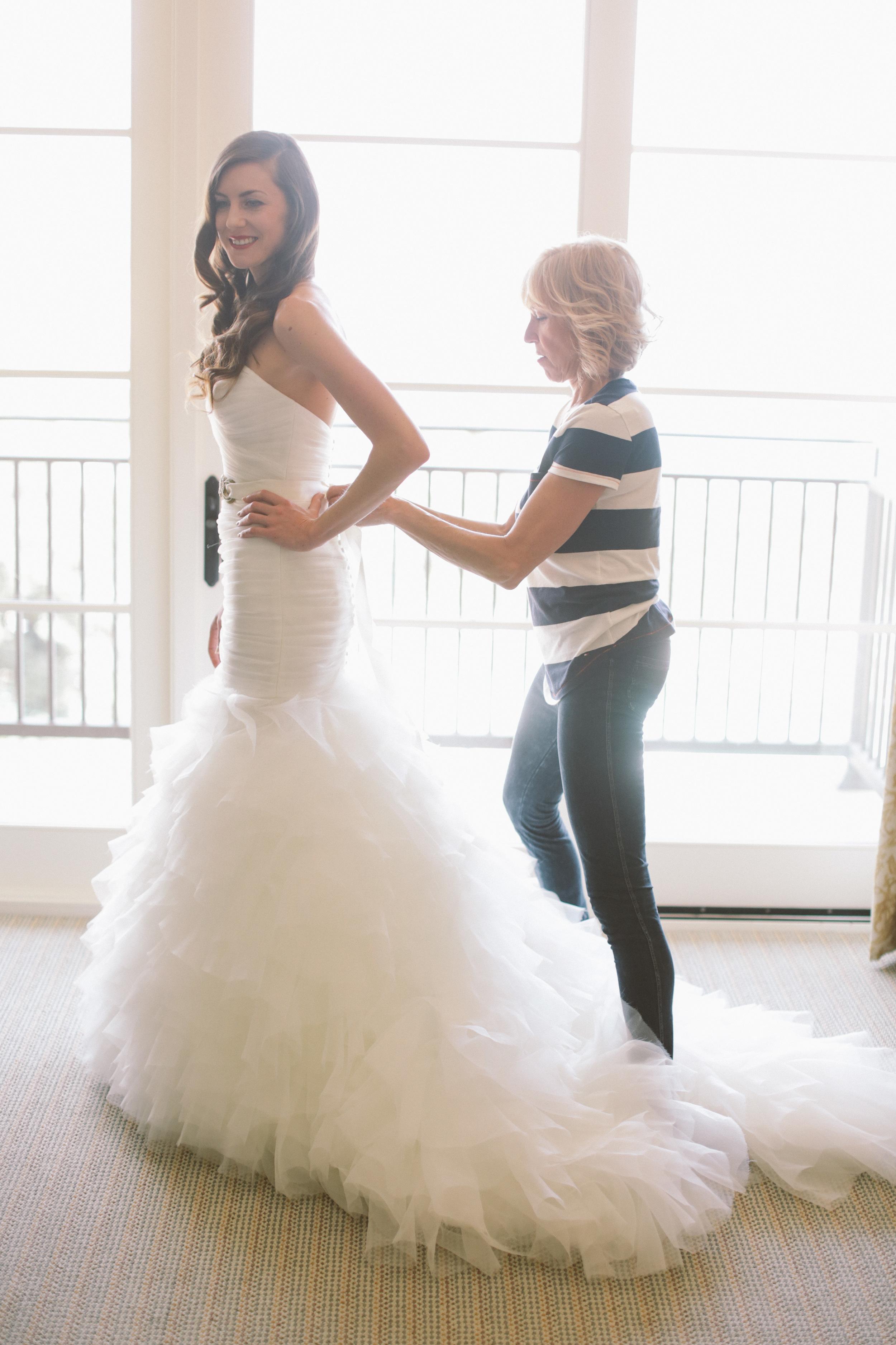 004 bride getting ready 3.jpg