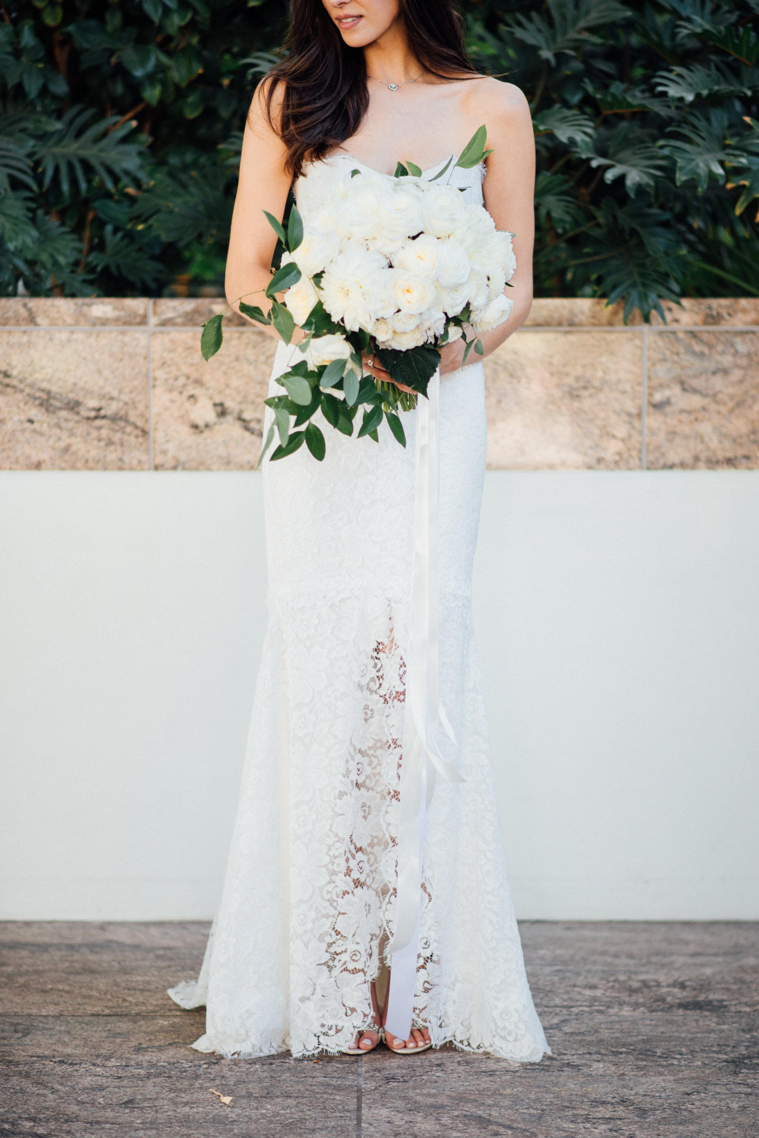 010 Bride + bouquet.jpg