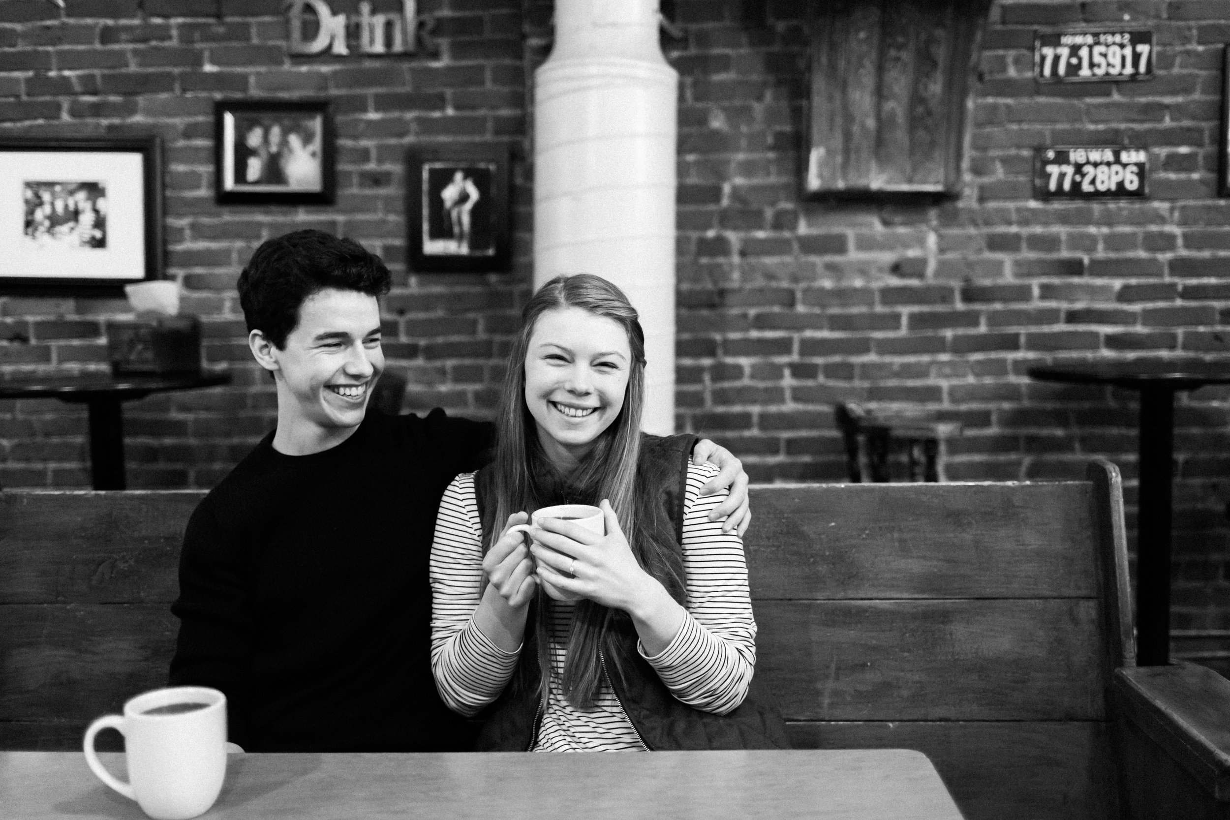 Des-Moines-coffee-shop-engagement-session-3.jpg