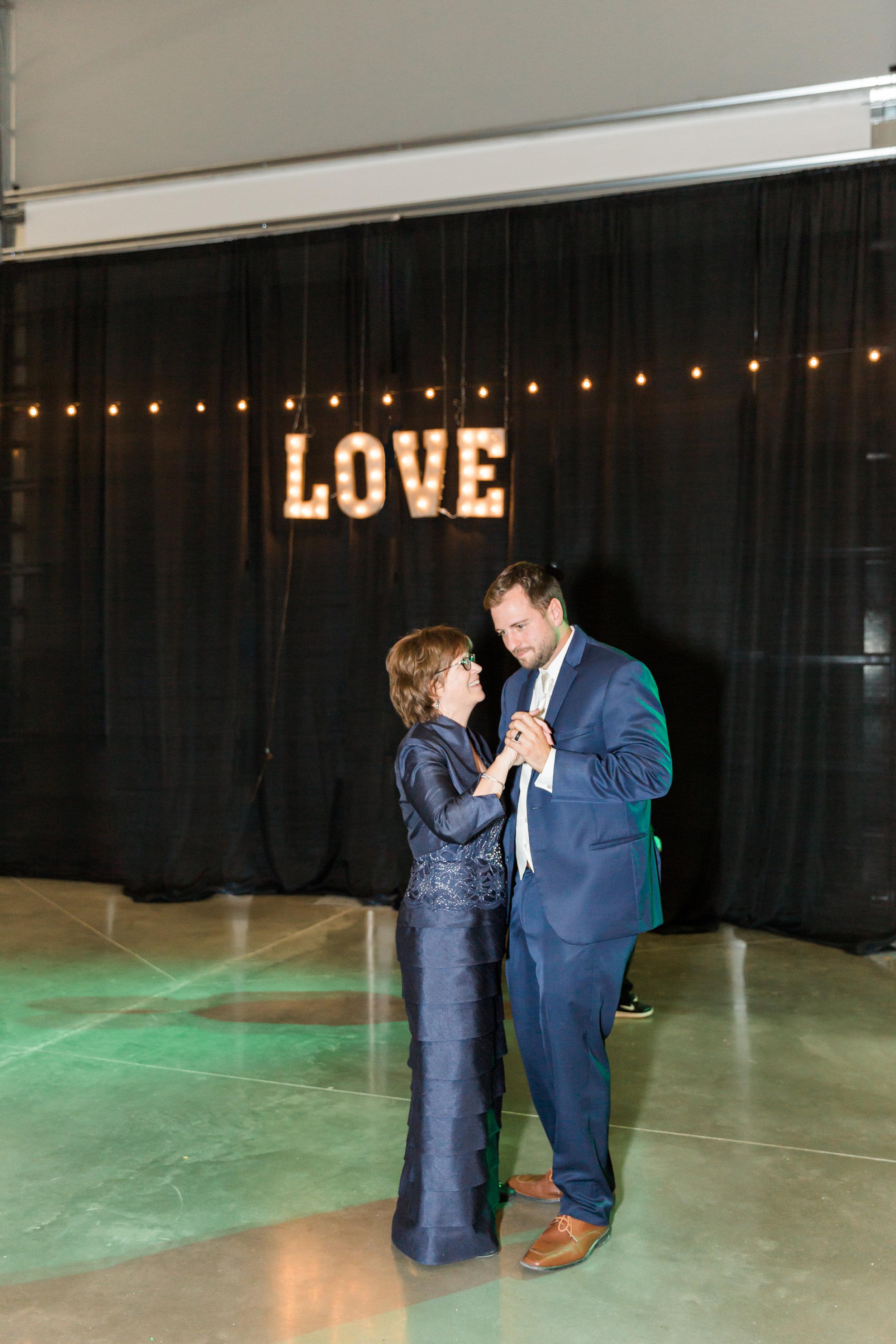 heartfeltcentraliowawedding-86.jpg