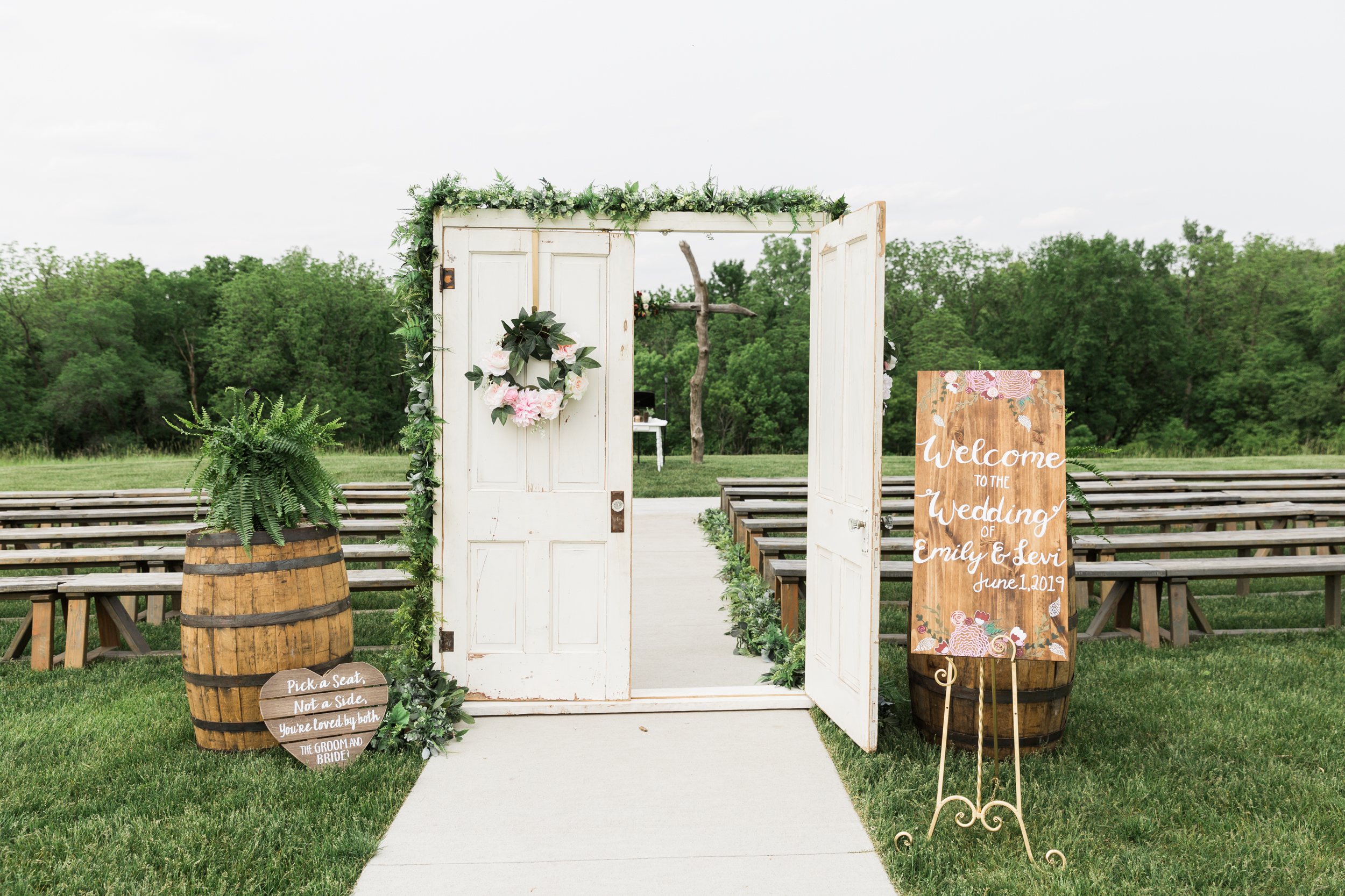 romanticbarnwedding-27.jpg