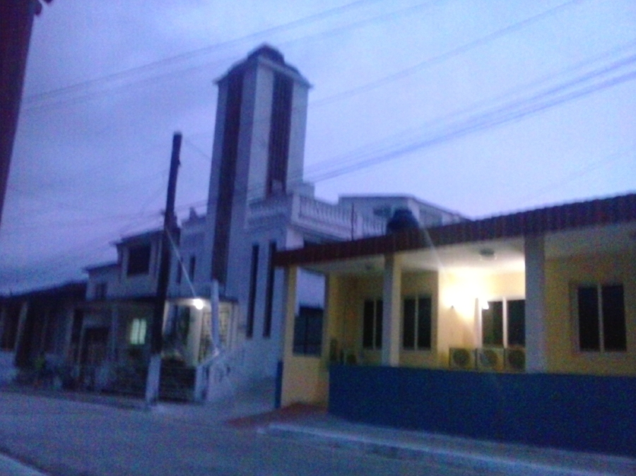 The new government office property built next to the Baptist temple in Yaguajay occupies lands owned by the church where formerly the Baptist College